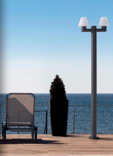 Lampadaire ext rieur 3 lampes design faro mistu gris for Lampadaire exterieur fonte